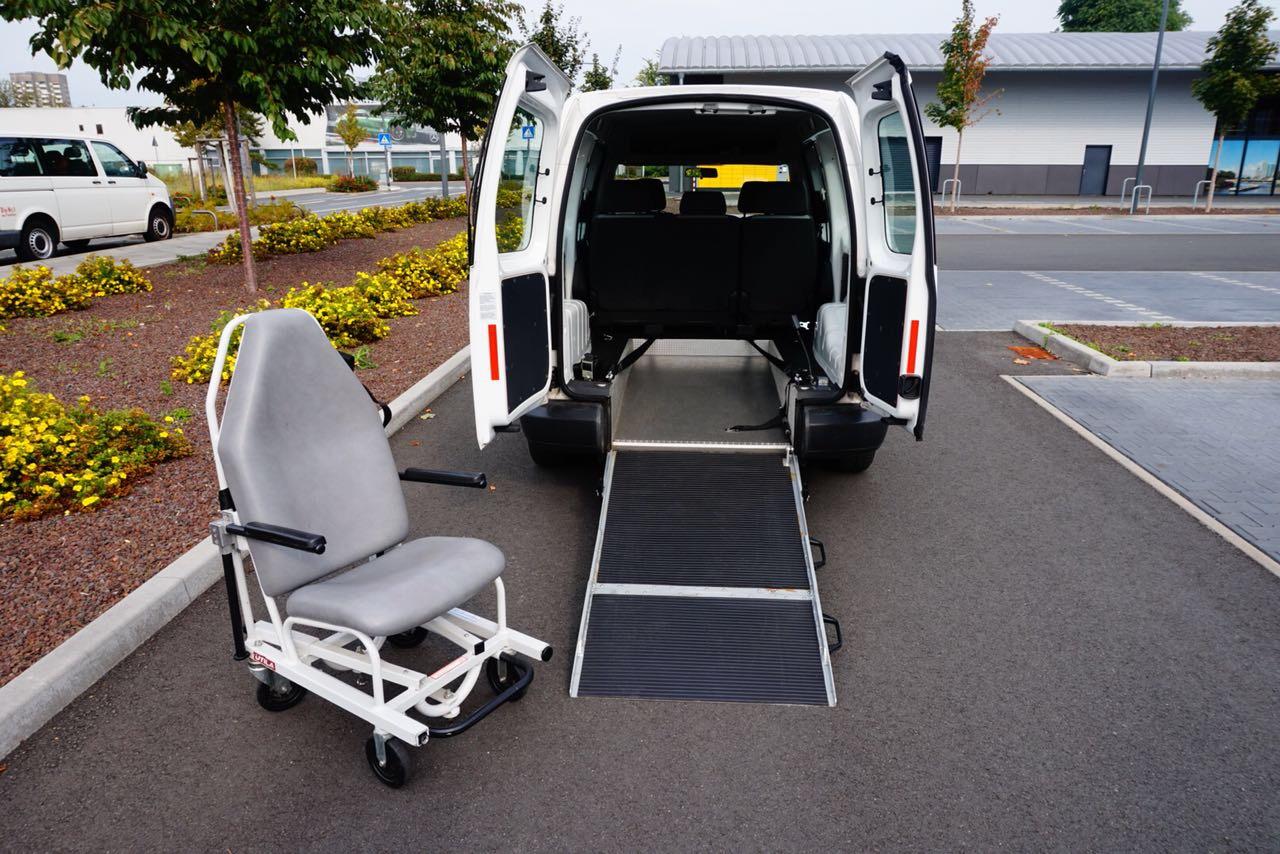 IZF Krankenfahrdienst Fahrzeug 11