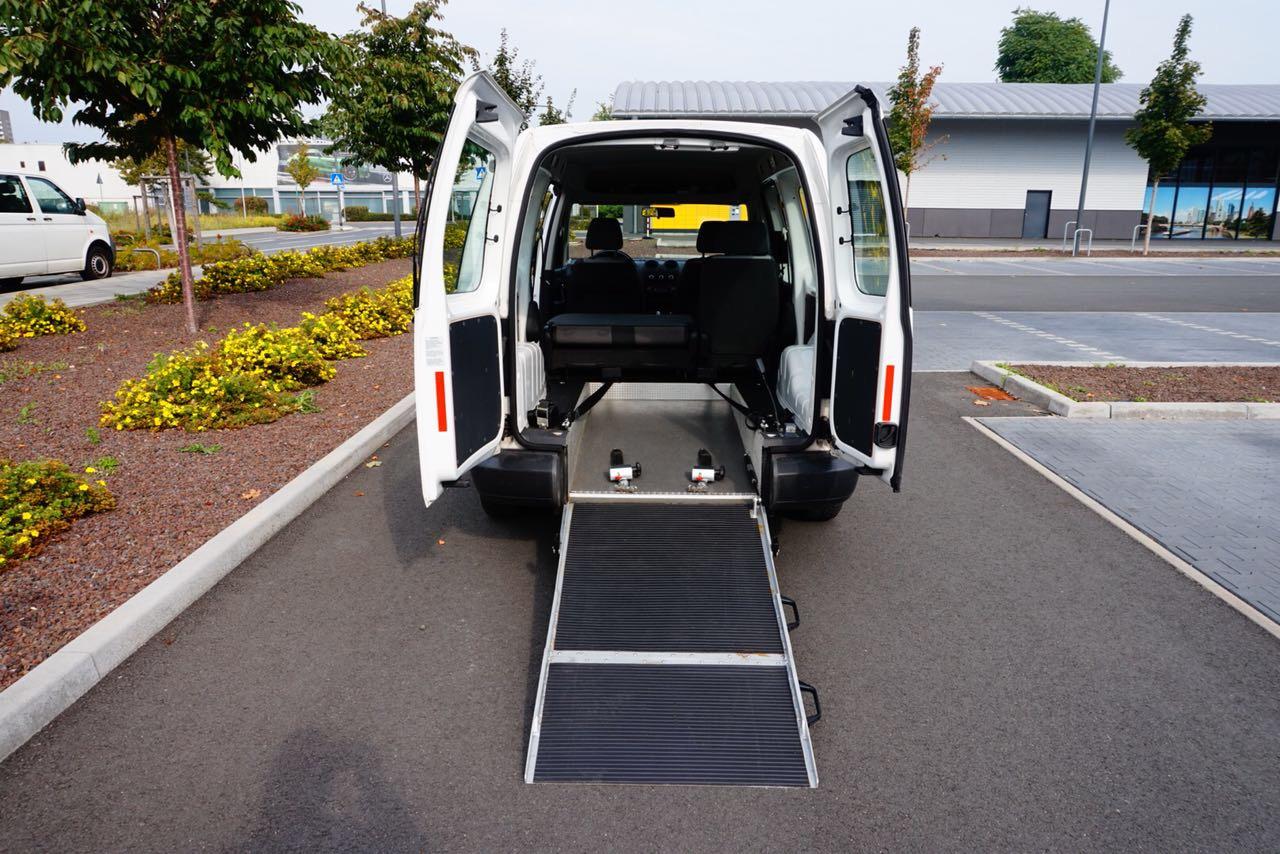 IZF Krankenfahrdienst Fahrzeug 4